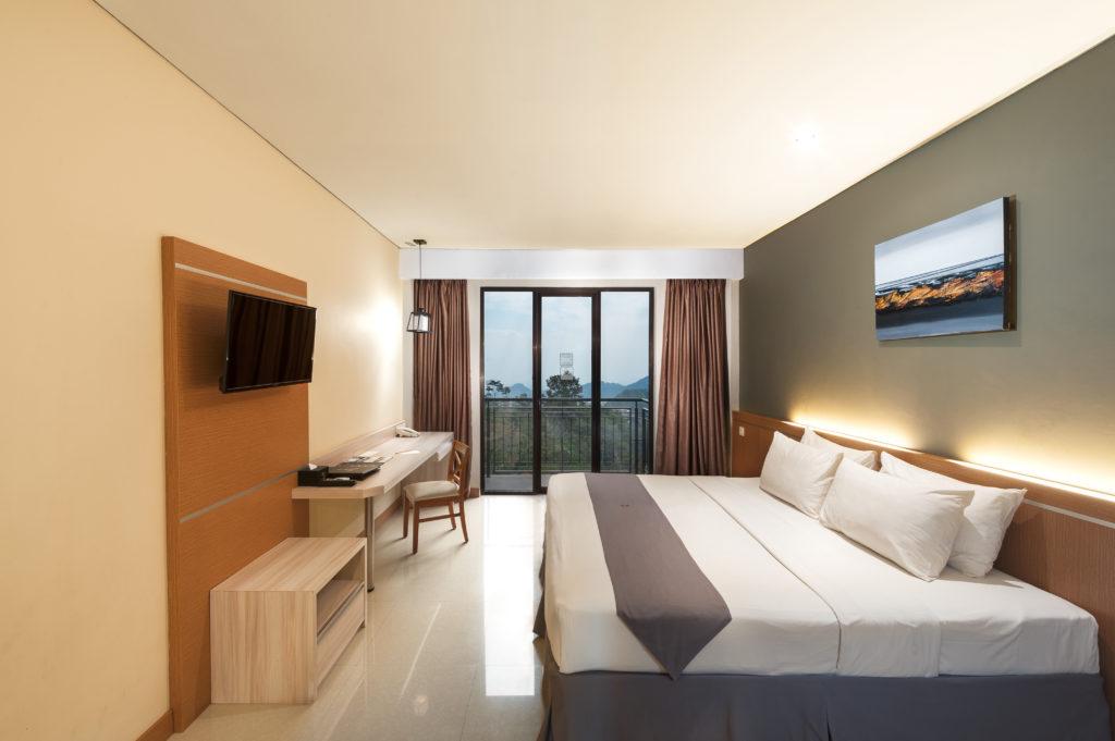 Tips & trik making bed dengan cepat ala room attendant Nava Hotel !