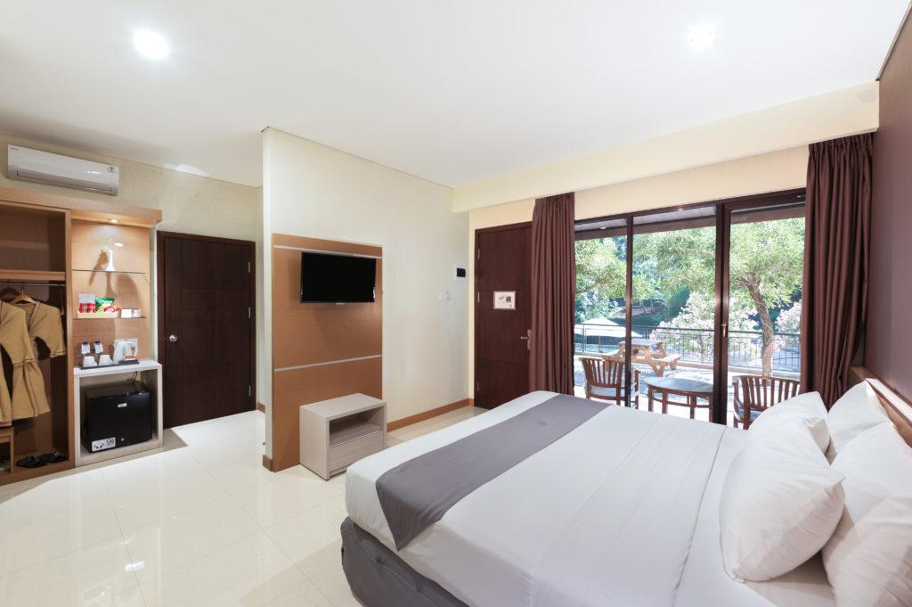 Pool Side Room