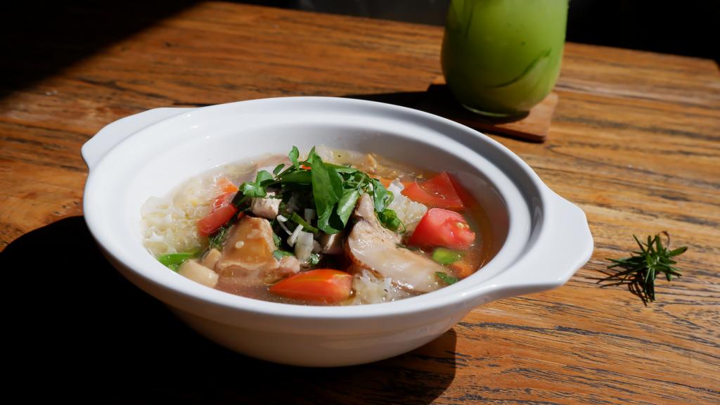 Soup Ayam Rempah, Menu Yang Cocok Banget Kalian Santap di Bulan November