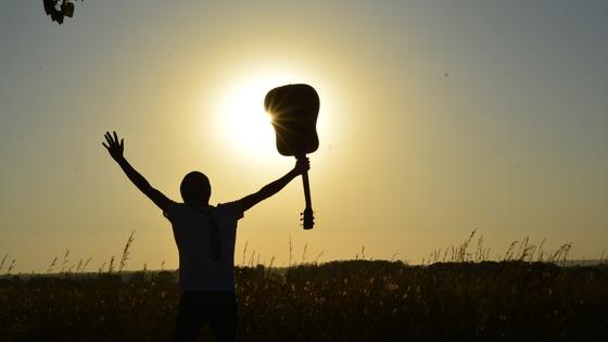 Sambil Nikmatin Senja, Enaknya Sambil Dengerin Musik! Playlist Ala Nava Hotel Tawangmangu Buat Liburan kalian